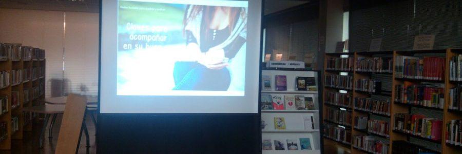 Charla para madres y padres sobre redes sociales en la biblioteca del CC Arriaga